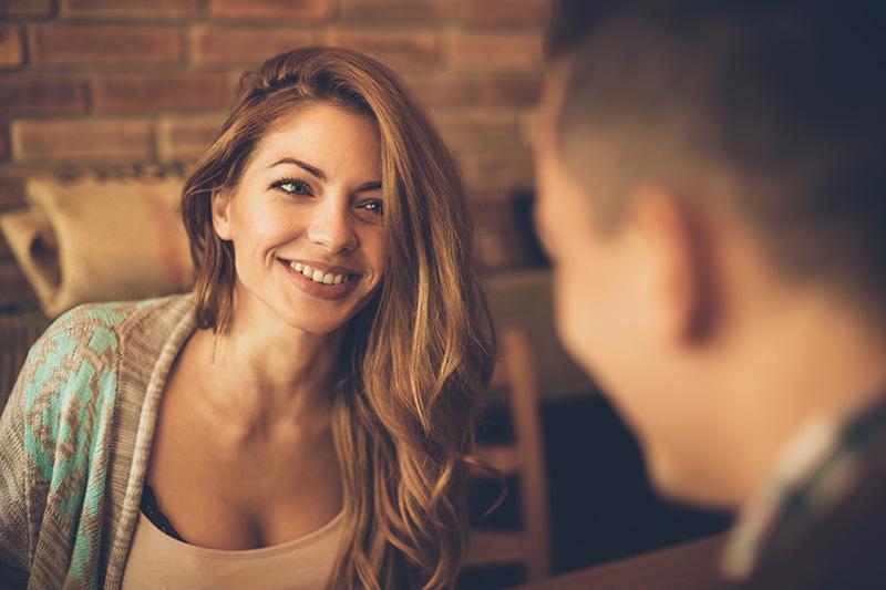 נשים מתחילות עם הבחור שמצא חן בעיניהן